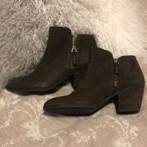 NWT Frye 8.5 short leather olive green boots